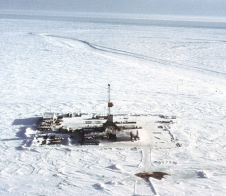 arctic-oil-rig-on-ice.png