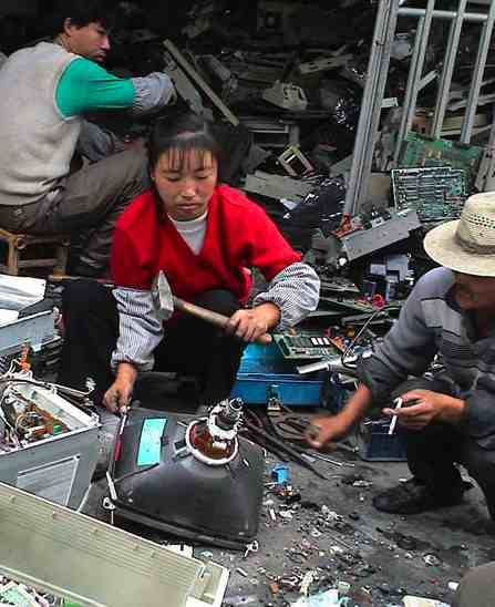 17 Best Images About Fashion Monitor Journalism Awards: Is Your Old TV Poisoning A Child In China? Where Your E