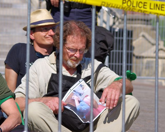 Man w picture of grandchild to be arrested for protesting against  tar sands expansion, Ottawa, Canadat to