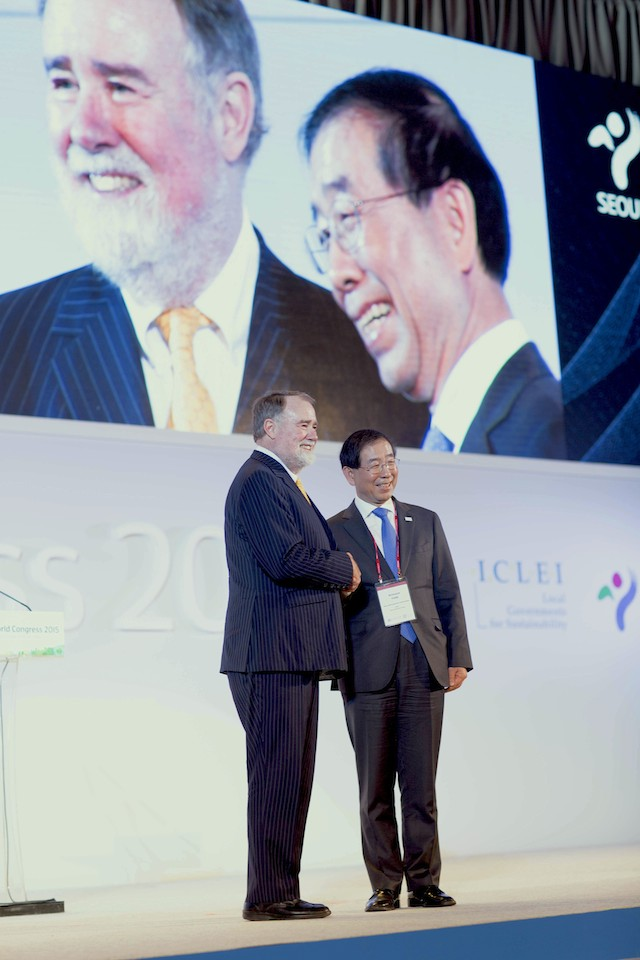 David Cadman and Park Won Soon at the ICLEI World Congress 2015 in Seoul, South Korea